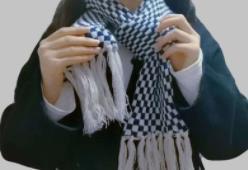 出门带条围巾,不怕患颈椎病