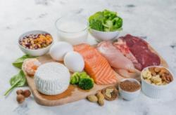 贫血老年人应该如何改善自己的饮食呢